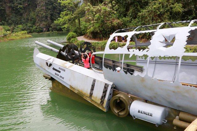 Chiếc tàu làm bằng xác máy bay cũng được phục dựng