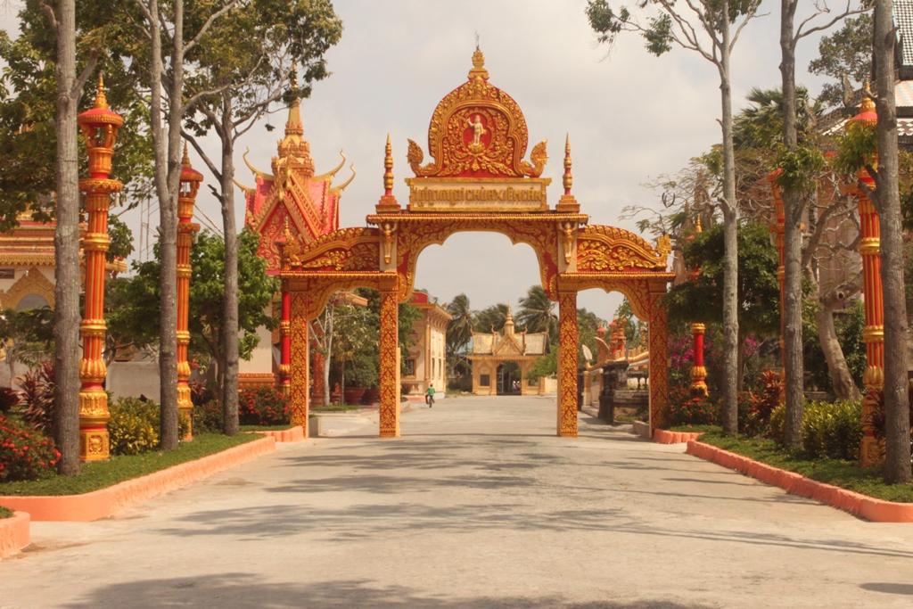 Cổng chùa Xiêm cán đậm sắc thái Khmer