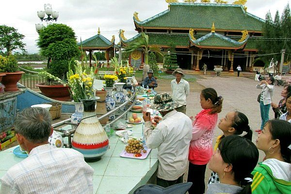 Khu cúng bái Phật Bà
