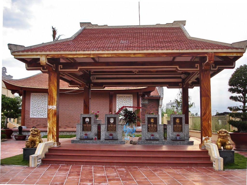 Khu lăng mộ gia đình nhạc sĩ Cao Văn Lầu