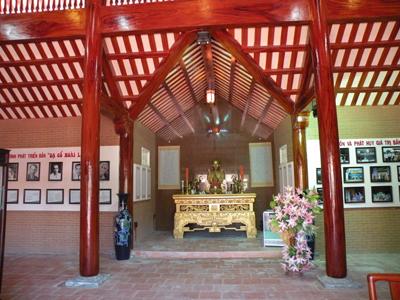 Trang thờ cố nhạc sĩ Cao Văn Lầu