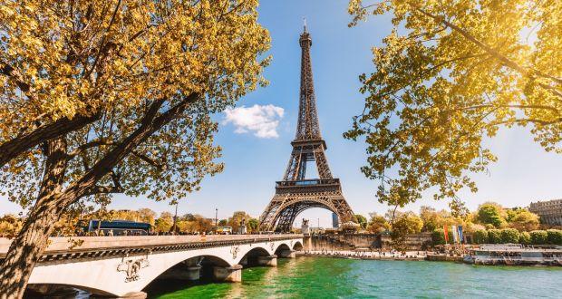 Điểm tham quan Tháp Eiffel tại Paris Pháp