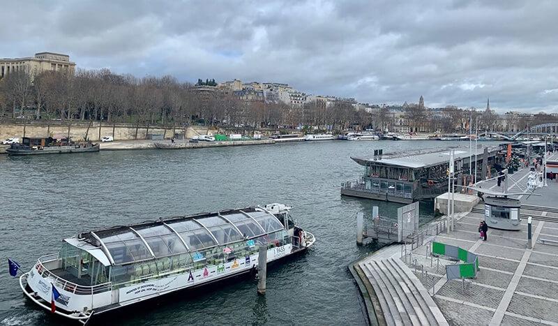 Du thuyền du ngoạn trên sông Seine Paris Pháp