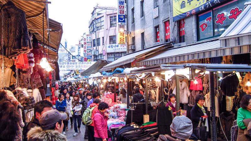 Dạo chơi chợ đêm tại Seoul Hàn Quốc