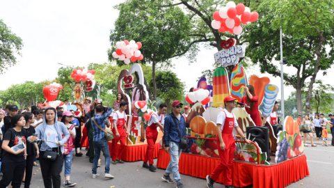 Tại phố đi bộ ở Hà Nội vừa diễn ra lễ hội kem mùa hè