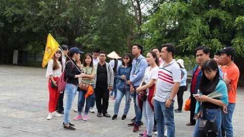 Xin đừng làm tổn thương hướng dẫn viên du lịch Việt Nam